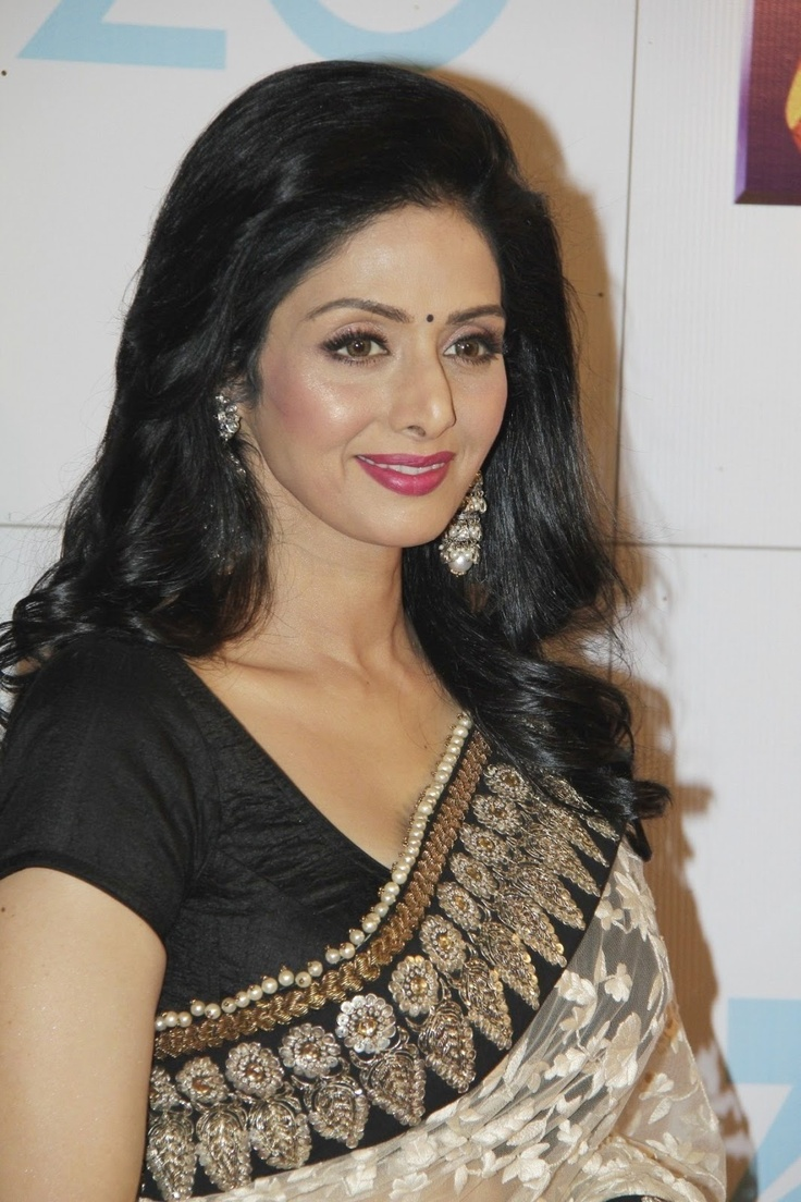 Sridevi at Zee Cine Awards 2013.