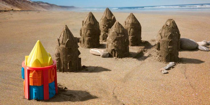 Customizable Sand Castle Molds Client: Cubify | Date: 2014 Print je eigen zandkasteel emmer en creëer torens, ijzeren hekken, poorten en bakstenen. Mix en match de componenten en experimenteer met ...