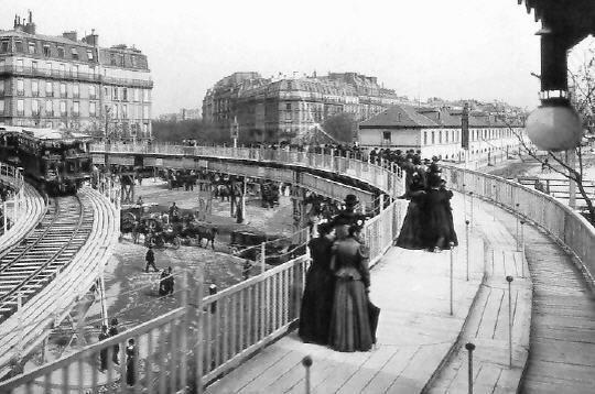 Exposition Universelle Paris 1900 -le premier trottoir roulant qui faisait le tour de l'exposition. Magnifique!