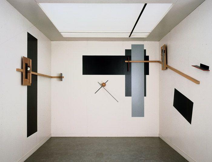 """el lissitzky's proun room, 1923 El Lissitzky - PROUN (acrónimo para """"projetos para a afirmação de uma nova arte"""") PROUNS introduz uma ilusão 3D que recua atrás do plano de imagem. """"An interchange station between painting and architecture""""."""