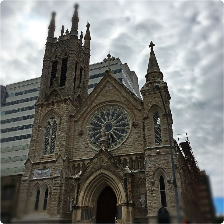 Austin 10K'rs pass St. Mary's Cathedral on the #MoonlightTowerRun21.  Cathedral opened in 1884.