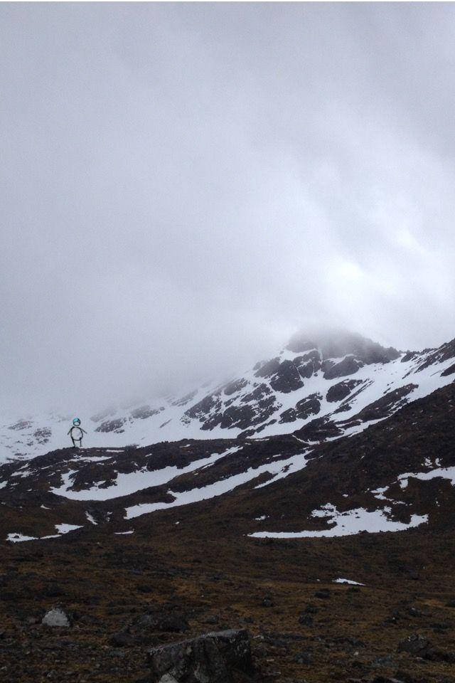Curling ridge, high corrie return point, snow and high wind gusts | www.lotjemeijknecht.nl #cuillin #skye #hillwalking #hobbit #illustration #scotland #landscape