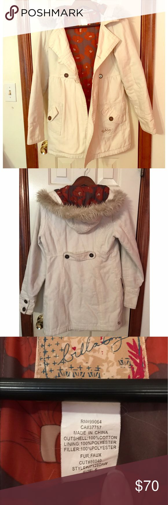 Great winter coat with fur hood and inner lining💯 Billabong winter coat. Has buttons on front and on sleeves. Four different pockets on the outside. Inner lining is soft and makes coat SO warm. Hood can detach by zipper (pictured) Small stain on left sleeve (pictured) Cat hair and wrinkles will come out before sending😬 Billabong Jackets & Coats