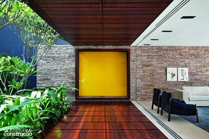 Revista Arquitetura e Construção - Portas de impacto: elas são o destaque em 8 projetos