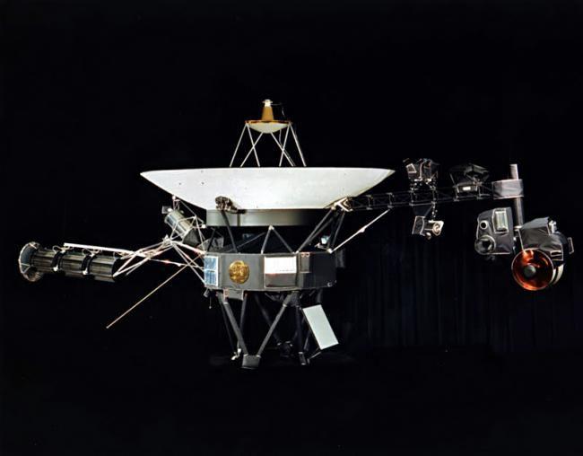 Noi date primite de NASA de la Voyager 1 le-a permis astronomilor să confirme oficial că sonda lansată în 1977 a părăsit sistemul solar şi călătoreşte în prezent prin spaţiul interstelar.Primul anunţ...