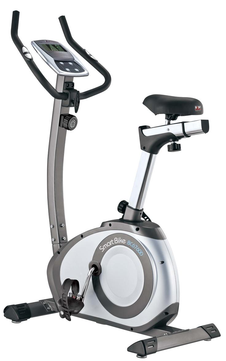 Rower magnetyczny 6760D Body Sculpture  Trening na rowerze daje możliwość przeprowadzenia treningu zarówno siłowego jak i aerobowego. W zależności od tego czy jest krótki i intensywny (na wysokich biegach), czy dłuższy na niskich biegach - wpływamy albo na przyrost masy mięśniowej albo na wysmuklenie sylwetki i utratę wagi, na przykład przed walką MMA Attack :) http://www.bodysculpture.pl/aktualnosci/wiadomosc/article/rower.html