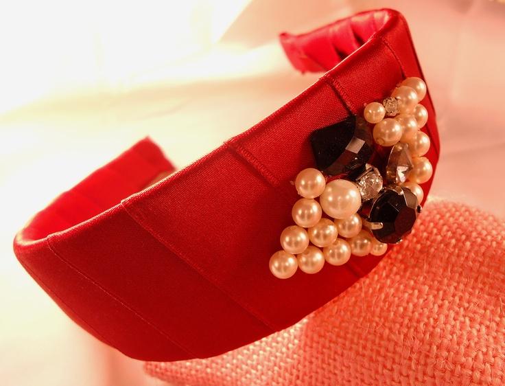Cerchietto in raso handmade con perline, brillantini e cabochon  #headband #accessories