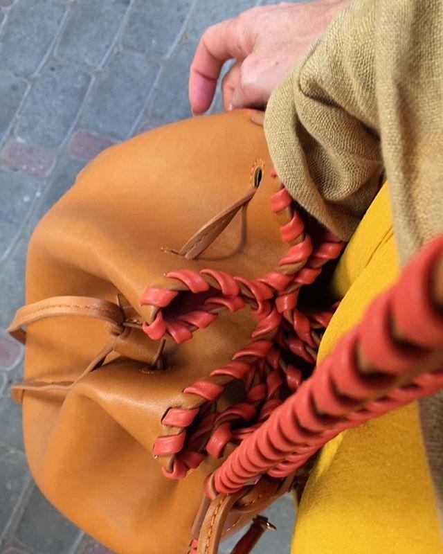 Detalhe da Bucket Bag da coleção #SabrinaSatoByBiro  REF.: 10369985 #UsoBiro #SabrinaSato #Marrakech #Marrakesh #éverdade…