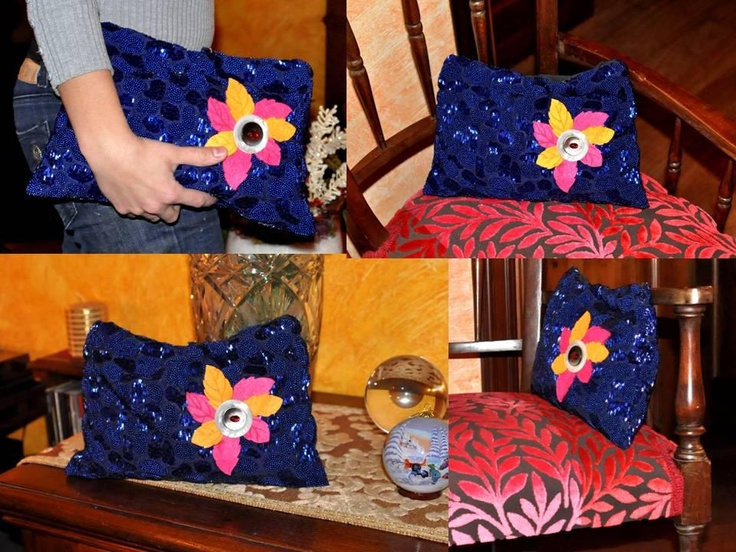 """The Beads-Project proceeds!    Purse made of blue cloth cut beaded, fabric inside, application of felt with decorative buttons mother of pearl and magnetic closure. Soft and roomy for your evenings """"très chic""""! ;)"""