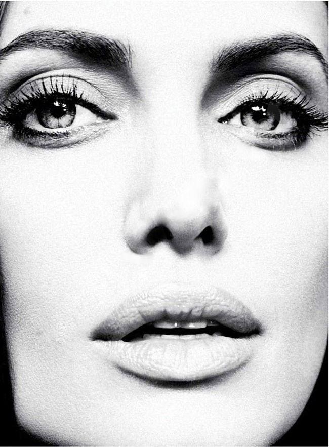 Marie Claire, январь 2012 Модель: Анджелина Джоли (Angelina Jolie) Фотограф: Алексей Хэй (Alexei Hay)