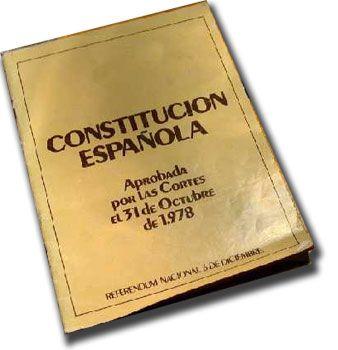La constitución es la norma suprema de un Estado de derecho soberano, es decir, la organización establecida o aceptada para regirlo. La constitución fija los límites y define las relaciones entre los poderes del Estado