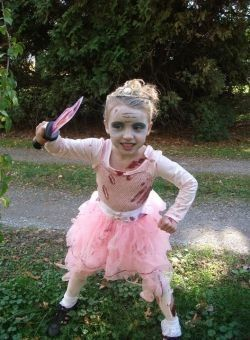 Create an Easy Zombie Princess Costume with play clothes you already have.  http://www.squidoo.com/easy-zombie-princess-costume-idea @Squidoo #squidoo #zombie @WalkingDead