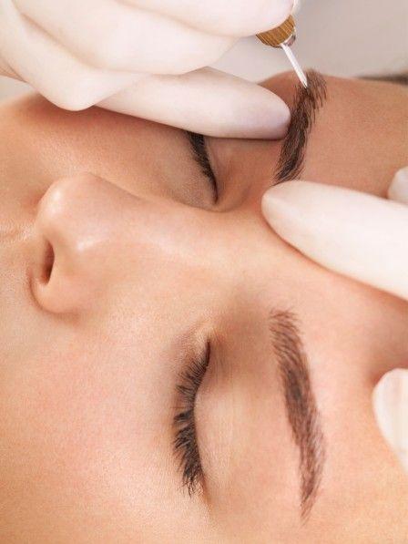 Microbalding verspricht tolle Augenbrauen und das für rund zwei Jahre. Wir sind der Permanent-Make-up-Technik auf den Grund gegangen.