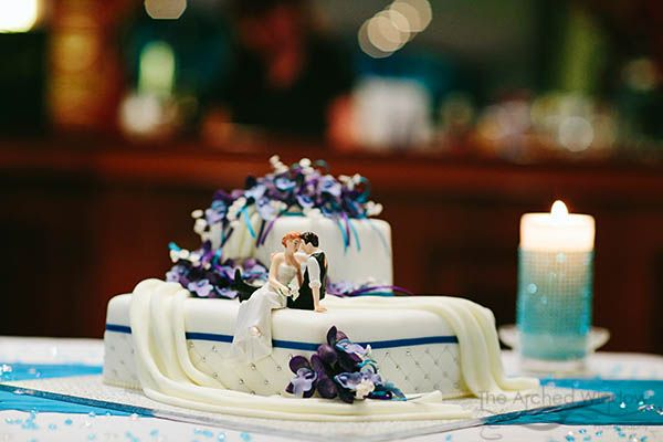 gorgeous wedding cake by Ann's Unique Cakes. Photography by The Arched Window Mt Tamborine.
