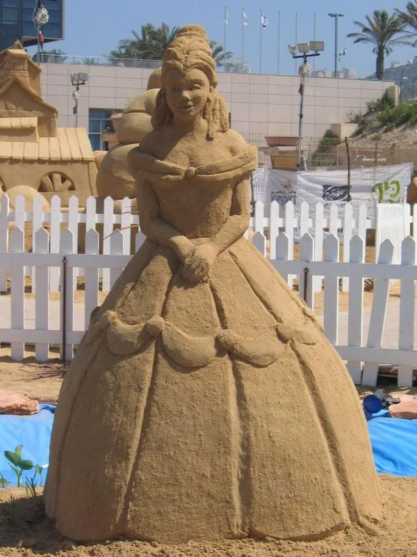 Belle sand sculpture***