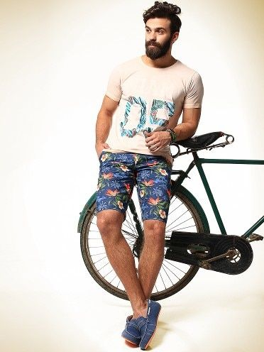 Abof Cream Tees And MUlticolored Shorts With Canvas Shoes