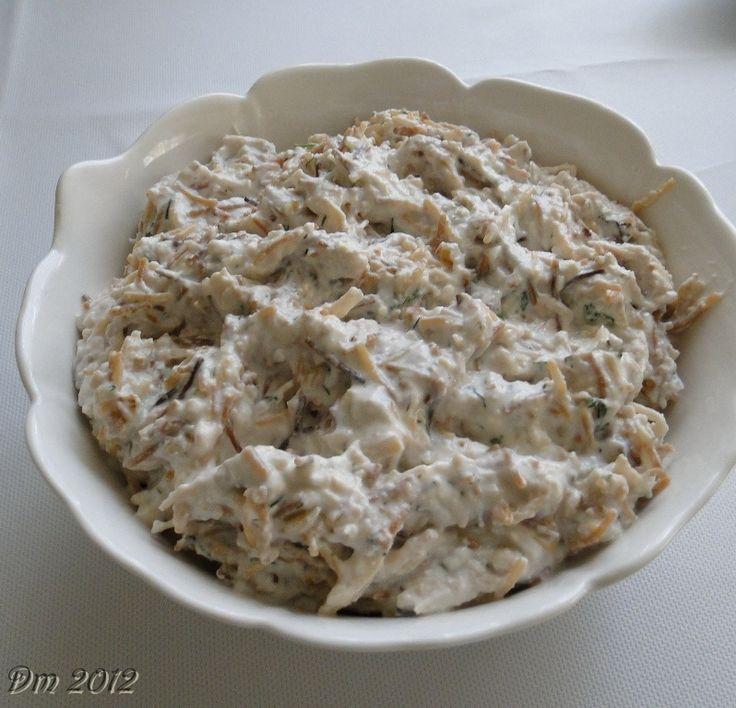 Tel Şehriyeli Tavuk Salatası Malzemeler; 1 adet tavuk göğsü 1 su bardağı ceviz içi 1 çay bardağı tel şehriye 2 su bardağı yoğurt ...