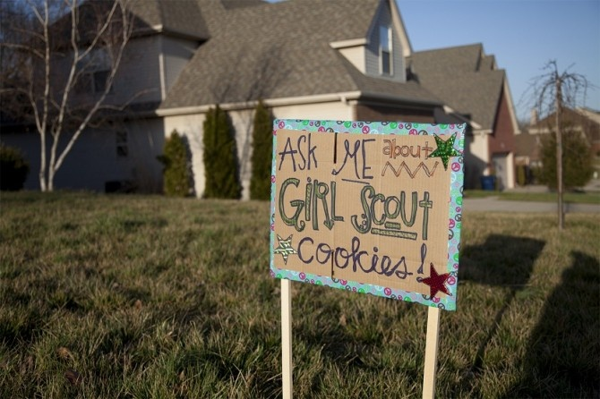 recycle cookie case boxes into yard signs girl scouts