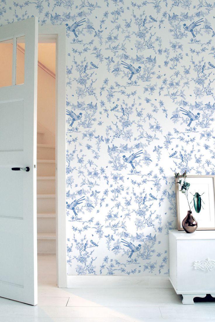 Geef je interieur in no-time een tropische tint met ons behang met palmbladeren.