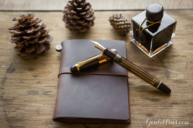 This fountain pen was made for serious writing. The Blissfully Brown Package set features a Pelikan M400 fountain pen, J. Herbin 1670 Caroube de Chypre ink, and a Traveler's Notebook in brown. Pin for later.