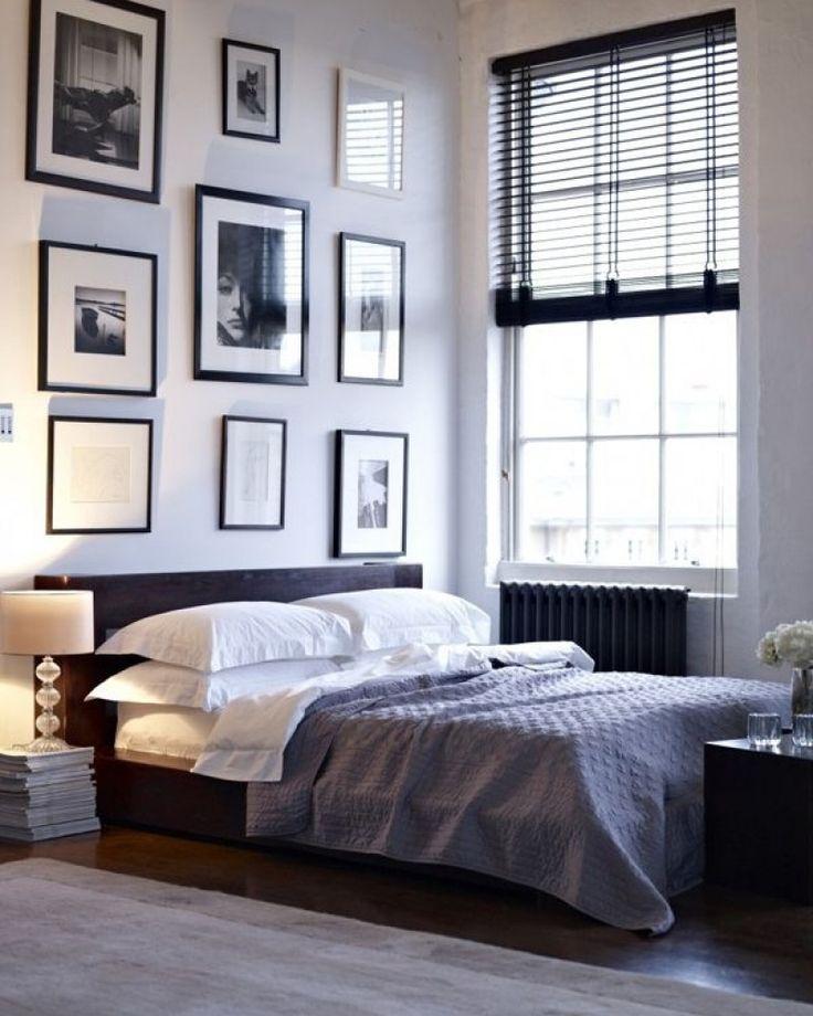 #Inspiratie voor de slaapkamer. Mr. Woon: Laminaat - niet van echt te onderscheiden. Mooie zwarte accenten in bed en jaloezie. #slaapkamer #bedroom