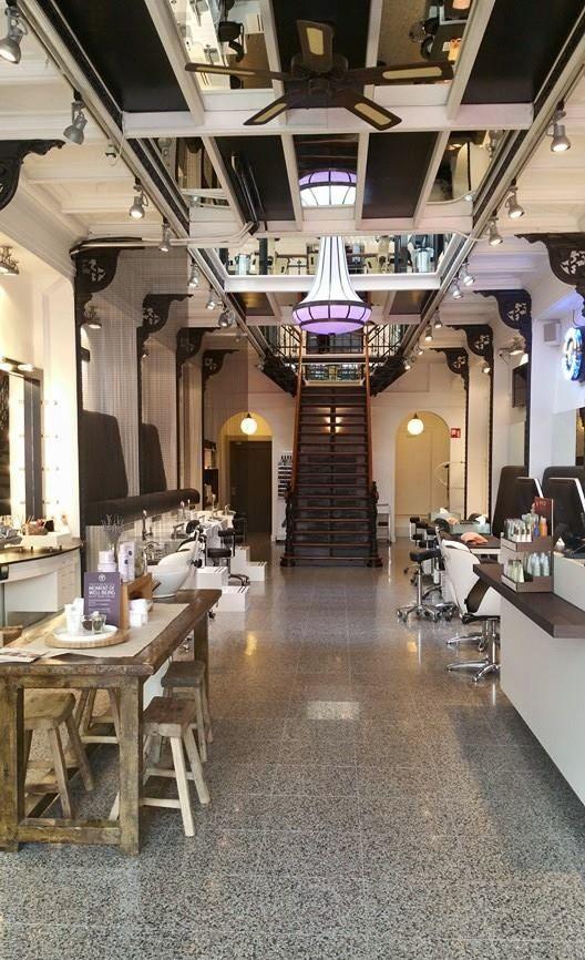 Aveda Den Haag koos voor de spectaculaire Wissmann kroonluchter, de fraaie Jugendstil ventilator en diverse bollampen. Prachtig passend bij het Art Nouveau pand aan de Denneweg. http://avedathehague.nl/ www.artdecowebwinkel.com