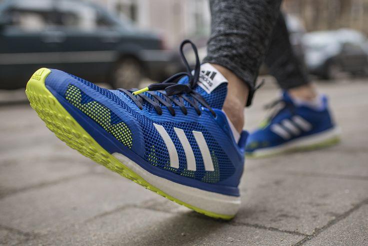 Adidas Rsponse + to model treningowy dla przemierzających utwardzone ścieżki🏃Pianka Boost zapewnia amortyzację i sprężystość, a gumowa podeszwa zewnętrzna Stretchweb przyczepność nawet na śliskiej nawierzchni.
