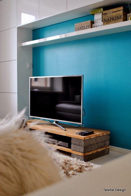 リビングのイメージを変えるために、テレビ台をオリジナルやハーフハンドメイドでDIYしちゃいましょう!簡単な加工や工作でできるアイデアを紹介。