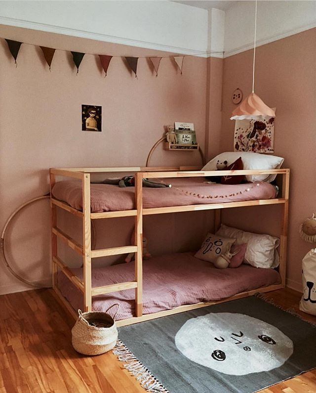 Children's room, bunk bed, shared room, pink, wooden floor,
