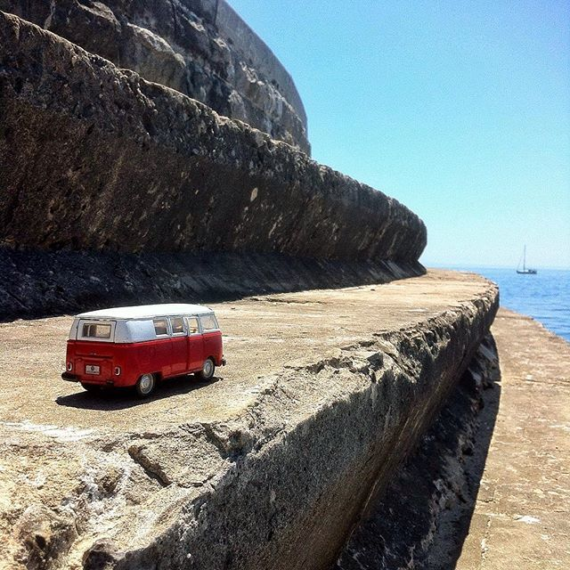 VW bus in Estoril by @laciudadalinsta Camino a #Estoril…