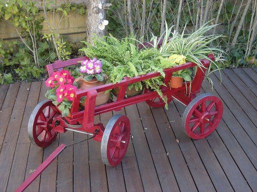 23 best images about jardiner a carretas on pinterest for Carreta de madera para jardin