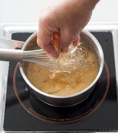 Πέντε απλές κινήσεις για να μάθουμε να χρησιμοποιούμε σωστά τη ζελατίνη, όταν είναι σε μορφή φύλλου.