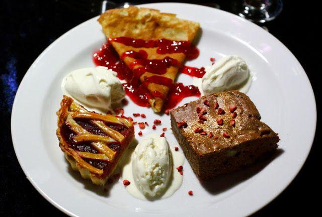 Dessertkageplatte med hindbær