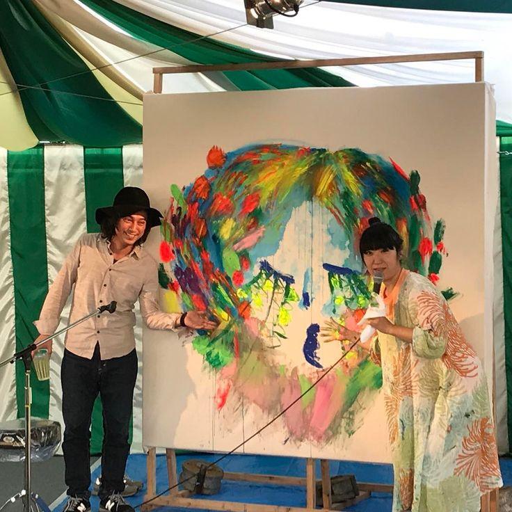 大宮エリー ライブペイント #アラバキロックフェス2017  #大宮エリー #なかなか描かない #ピアノがいい感じであおる #アート #酒を飲みながら描く
