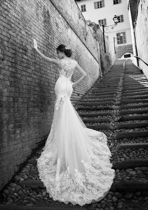 Abito da sposa a sirena con coda in pizzo 2015