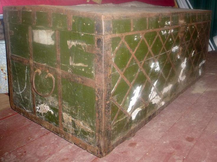 старинный сундукстаринный сундук