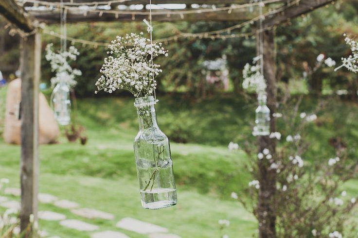Rustic wedding- hanging flowers - outdoor wedding efeunodos fotografía - celebramos el amor