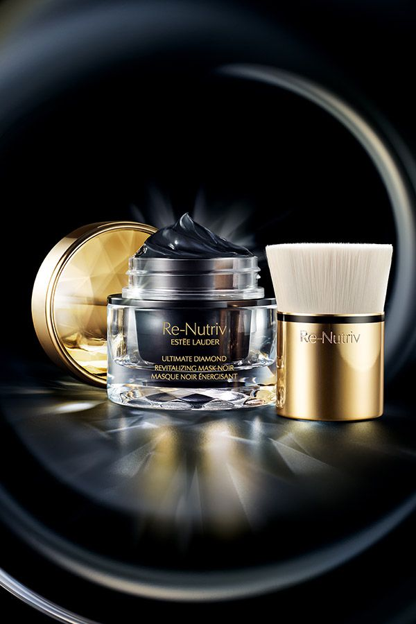 Treat yourself to the ultimate luxury with #EsteeLauder's new Re-Nutriv Diamond…