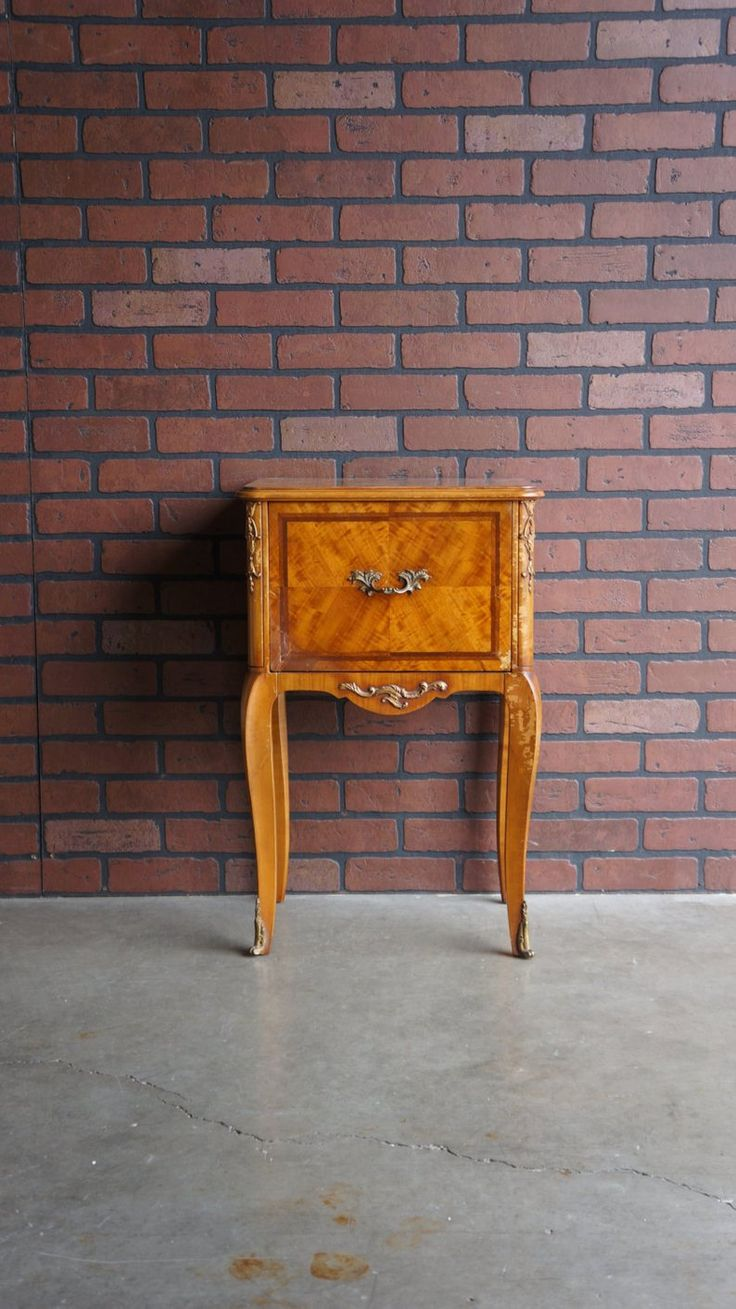 Retro Style Container Bedside Table: Vintage Nightstand