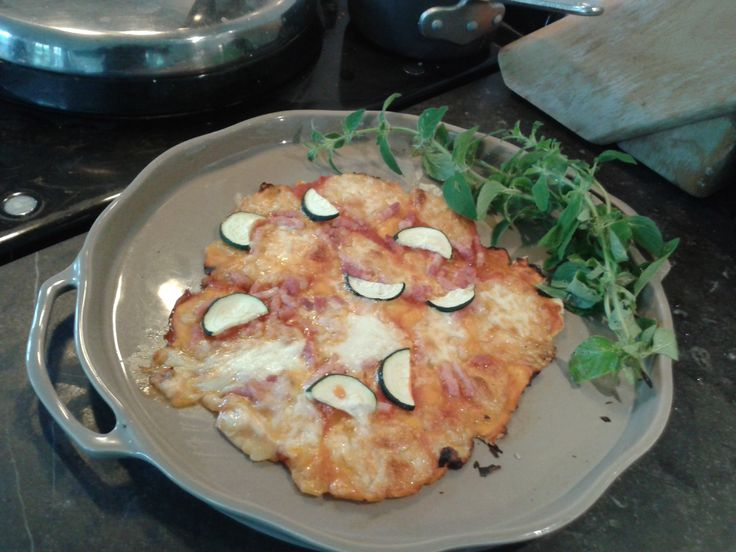 Home made pizza,gluten free, on this really nice pizza plate from Appolia.