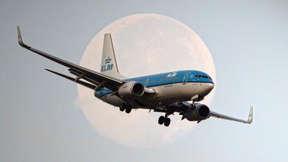 PH-BGN - KLM Boeing 737-700 photo (204 views)