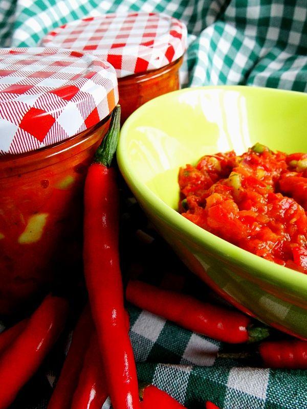 Chilli salsa s avokádem a sušenými rajčaty