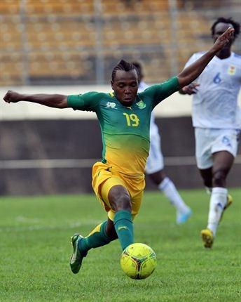 Bafana Bafana vs CAR | May Mahlangu runs with the ball. | Photo: AFP PHOTO/ISSOUF SANOGO/Gallo Images / Sport24