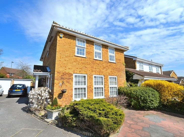 FOR SALE  4 BED DETACHED IN #FARNBOROUGH  http://www.vincentchandler.co.uk/properties-for-sale/property/6622983-paddock-close-farnborough-orpington