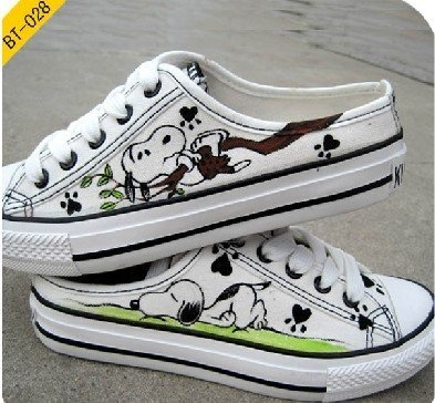 Snoopy Hand Painted Shoes - who wants to make me a pair of these? ;)