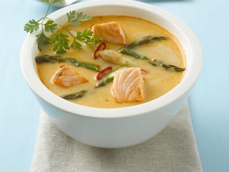 Lachs-Currysuppe mit Spargel | Zeit: 30 Min. | http://eatsmarter.de/rezepte/lachs-currysuppe-mit-spargel