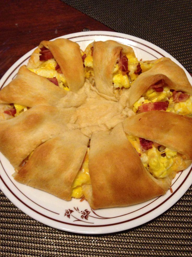 Crescent Breakfast Wreath   My cooking/baking adventures!   Pinterest