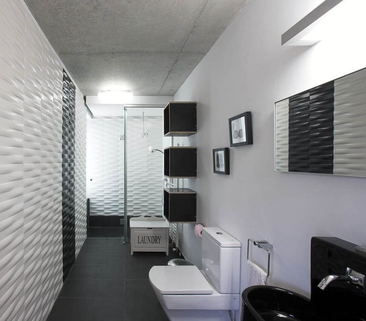 Best 11 Stylish Black And White Bathrooms Collection : Ultra Modern  Lengthwise Black And White Based Bathroom Design With Glossy Black Sink .