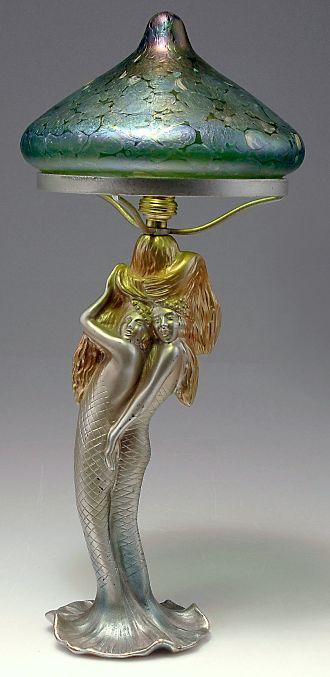 Lámpara de mesa de figuras art nouveau con dos sirenas, c1900. Bronce, pintado en frío, de oro y de color verdoso. cristal de Bohemia