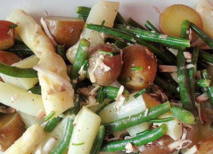 Lauwwarme salade van asperges en truffelolie Tip: stukjes old Amsterdam in plaats van champignons. Eerst gegeten op 7 juni 2004